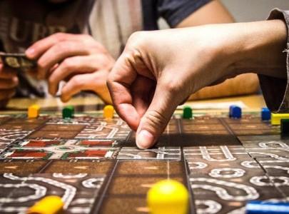 Empresas usam jogos de tabuleiro para desenvolver funcionários